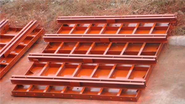 钢模板土模板的优缺点对比