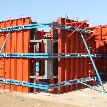 组合钢模板由钢模板和配件两部分组成