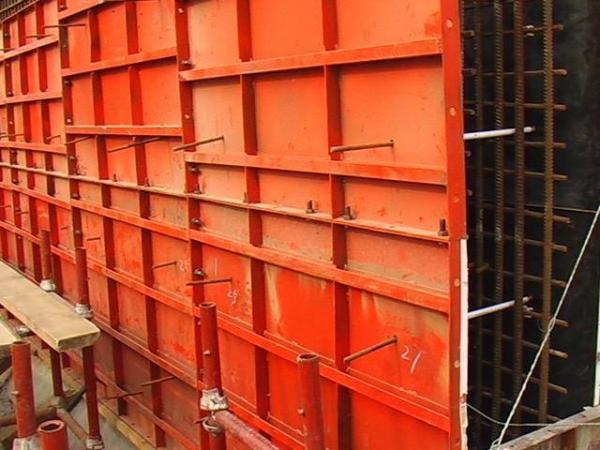 兰州钢模板租赁在使用汽车拖运时要注意什么?